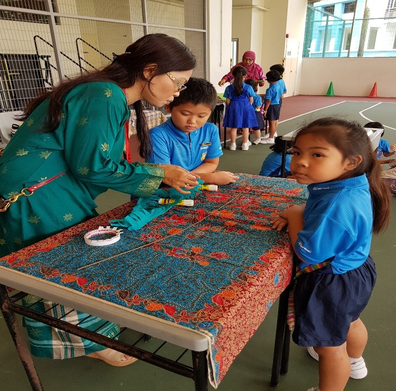 Students doing their hands-on activities at the cultural booths during recess - 02